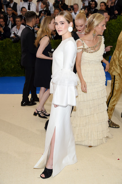 Zoey Deutch Peep Toe Pumps [rei kawakubo/comme des garcons: art of the in-between,rei kawakubo/comme des garcons: art of the in-between,white,fashion,clothing,fashion model,dress,haute couture,shoulder,red carpet,hairstyle,event,costume institute gala - arrivals,zoey deutch,new york city,metropolitan museum of art,costume institute gala]