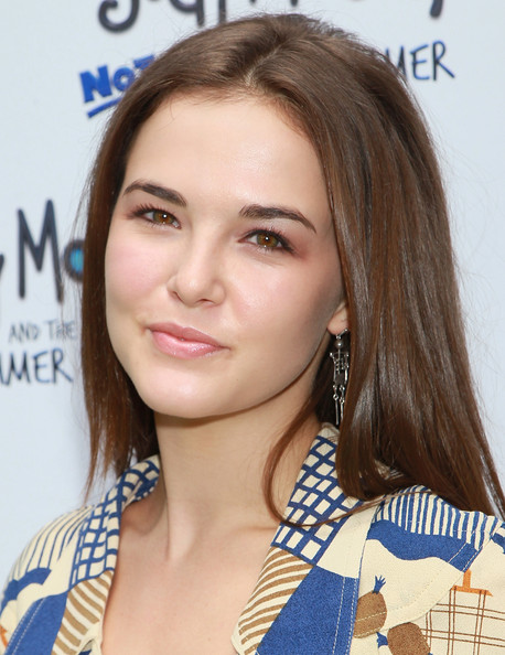 Zoey Deutch Long Straight Cut [judy moody and the not bummer summer,hair,face,hairstyle,eyebrow,blond,beauty,brown hair,long hair,layered hair,chin,arrivals,zoey deutch,arclight hollywood,california,los angeles,relativity media,premiere,premiere]
