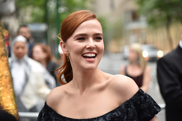 Zoey Deutch Ponytail [red carpet,hair,facial expression,hairstyle,beauty,smile,lady,skin,fashion,lip,shoulder,zoey deutch,tony awards,radio city music hall,new york city,annual tony awards]