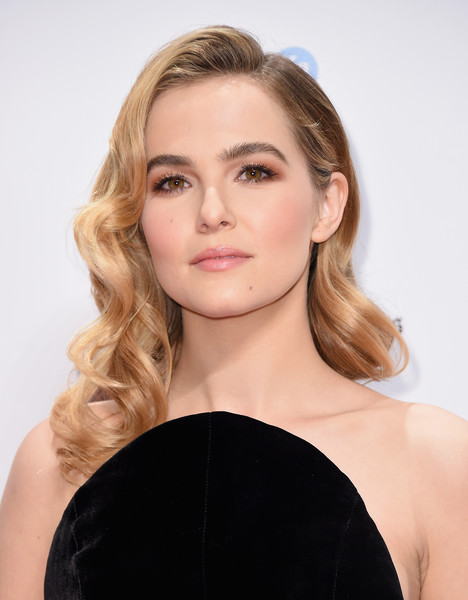 Zoey Deutch Retro Hairstyle