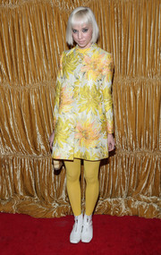 Caitlin Moe arrived at the the Alice + Olivia NYFW show in a vintage style jacket in a great yellow floral print.
