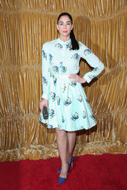 Sarah Silverman arrived at the Alice + Olivia NYFW show in a lovely collared dress in a cute bird print.