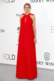Doutzen Kroes' red Maison Margiela halter gown at the amfAR Cinema Against AIDS Gala made her look impossibly tall!