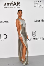 Shanina Shaik turned up the heat at the amfAR Gala Cannes 2017 in a silver Philipp Plein chainmail dress that exposed a heavy dose of side cleavage!