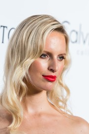 Karolina Kurkova looked like an Old Hollywood star with her blonde waves at the amfAR Hong Kong Gala.