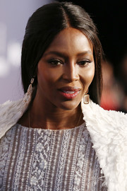 Naomi Campbell kept it simple with this center-parted, half-up style at the amfAR Hong Kong Gala.
