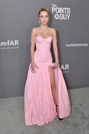 Delilah Belle Hamlin was sweet and sexy at once in a strapless pink corset gown by Natasha Zinko at the 2019 amfAR New York Gala.