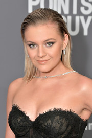 Kelsea Ballerini looked edgy with her slick straight hairstyle at the 2019 amfAR New York Gala.