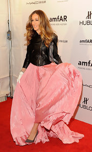 SJP showed off her kicks at the amfAR gala in NYC. The style star opted for classic stilettos to go with her girly pink gown.