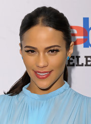 Paula Patton attended a pop-up gallery exhibition in NYC wearing ultra-long lashes with pale pearly eyeliner.