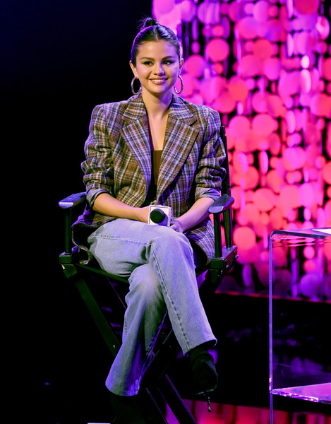 Selena Gomez teamed her jacket with a pair of Levi's jeans.