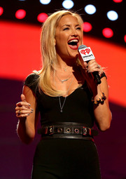 Kate Hudson kept it neutral with this gray mani and black outfit combo at the 2013 iHeartRadio Music Festival.
