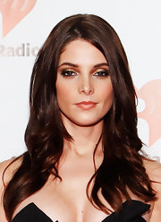 Ashley Greene went for a sultry look at the iHeartRadio Music Festival. To try her look at home, apply a shimmery copper shadow all over eye lids. Next, swipe a heavy line of black liquid eyeliner along the top lash line and use a black eye pencil to line the inner rims of eyes. A rich, bronze shade of shadow is then applied on the outer edges of the eyelids and blended into creases. To finish this super hot look, apply several coats of a volumizing mascara.
