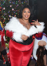 Lizzo's pointy red nails looked dangerously sexy!