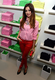 Noureen DeWulf's look was bright and cheerful with these vibrant red pants.