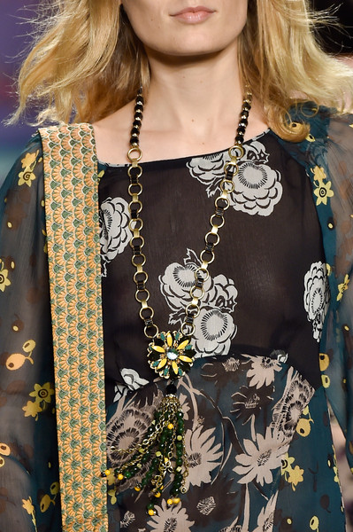 Anna Sui Spring 2015 - Details