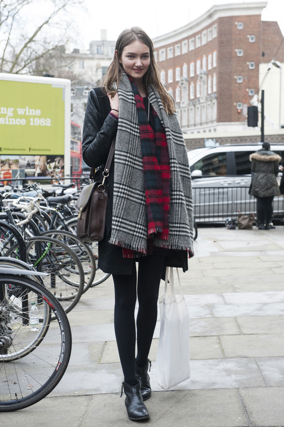 Perfect Plaid The Most Standout Street Style At London Fashion Week Fall 2014 Stylebistro
