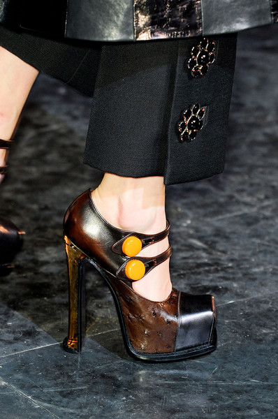 Louis Vuitton Fall 2012 - Details
