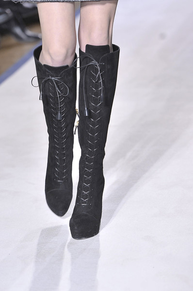 Yves Saint Laurent Fall 2011 - Details