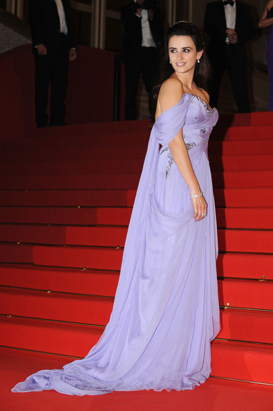 Penelope Cruz (in Marchesa) as Meg