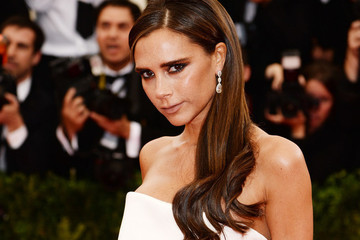 Victoria Beckham is Selling Her Wardrobe, Oscar de La Renta Debuts Fall Campaign on Instagram and More