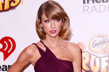 Look of the Day: Taylor Swift's Cutout Dress