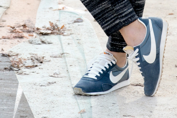 30 Stylish Ways to Wear Sneakers