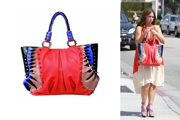 Z7XGQhT6RrFl Jennifer Love Hewitt Looks for the Bright Side in her Christian Louboutin Tote