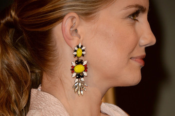 How to Match Your Earrings to Your Hairstyle