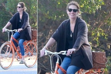Easy Rider: Julia Roberts Styles On Two Wheels