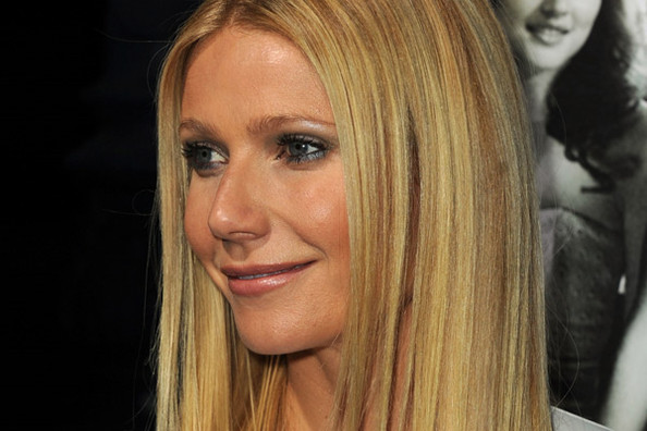 Gwyneth Paltrow Oscars Performance 2011