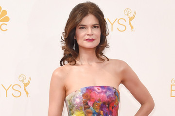 Betsy Brandt Channels Her 'Masters of Sex' Character on the Red Carpet