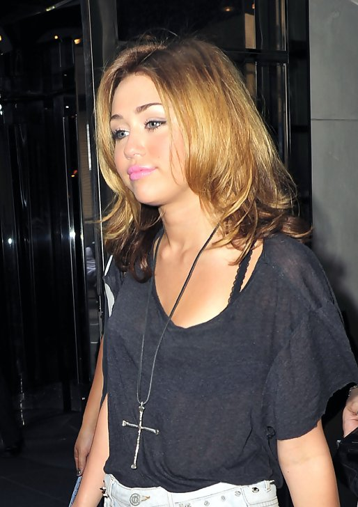 miley cyrus hollywood hearts twotone hair stylebistro
