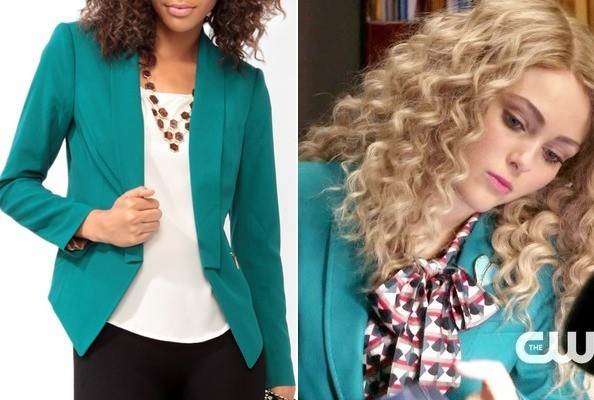 AnnaSophia Robb's Teal Blazer on 'The Carrie Diaries'