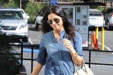 Jenna Dewan-Tatum Makes a Coffee Run