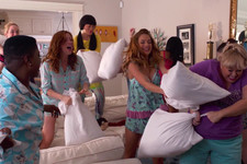 Underdogs, Sex Jokes, and a Pillow Fight in the First 'Pitch Perfect 2' Trailer