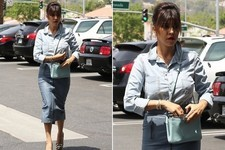 Kourtney Kardashian Shops for Some New Bling