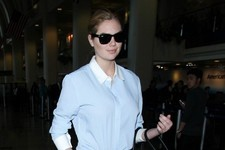 Kate Upton Flies the Friendly Skies