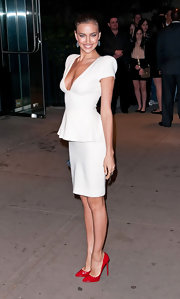 Irina Shayk attended a screening of 'The Hunger Games' wearing a pair of red patent leather pumps with her chic bright white suit.