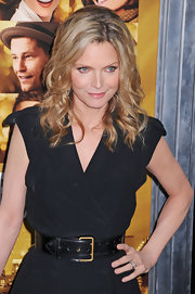 Michelle Pfeiffer accentuated her tiny waist with a black leather belt during the premiere of 'New Year's Eve.'