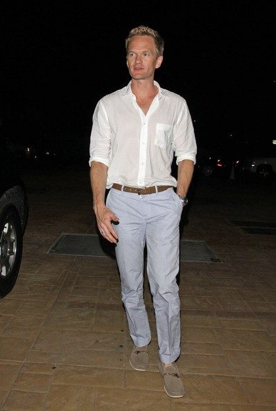 Forever fashionable, Neil Patrick Harris left his outfit light and breezy with soft grey boat shoes.
