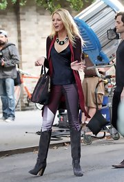 Blake Lively looked ultra-fierce on the set of 'Gossip Girl' in these bold printed pants.