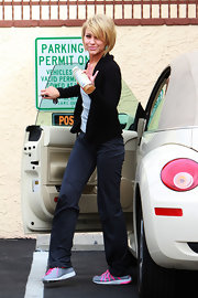 Chelsea Kane was spotted making her way into the DWTS rehearsal in a gray pair of walking shoes with neon pink laces.