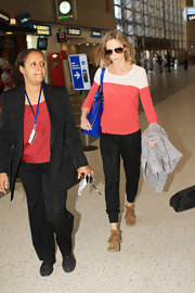 Emily Blunt chose a red and white long-sleeve tee for her simple and chic travel look.