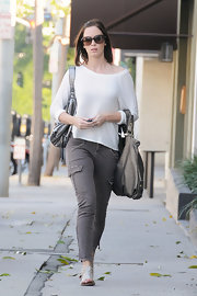 Emily Blunt went for a slightly utilitarian look in a pair of skinny khaki cargo pants.