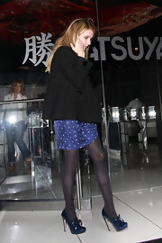 Emma Roberts paired her charming dotted dress with black tights and dark blue patent oxford pumps.