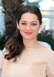 Marion Cotillard wore her long locks drawn back into a loosely tousled ponytail.