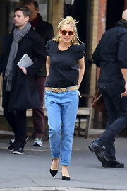 Sienna Miller chose a navy blouse with puffy, short sleeves for her casual daytime look.