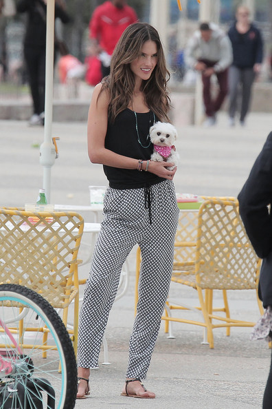 More Pics of Alessandra Ambrosio Printed Tote (1 of 36) - Alessandra Ambrosio Lookbook - StyleBistro