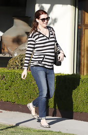 Alyson Hannigan accessorized her striped pullover with chic ballet flats.
